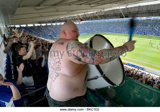 the-chant-drummer-for-the-fans-and-football-supporters-at-leicester-bkc1d2.jpg
