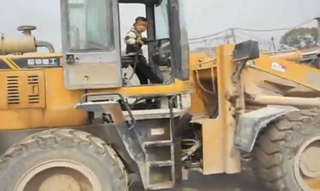 bulldozer.JPG.969369748067effc7039d6477b21a8c0.JPG
