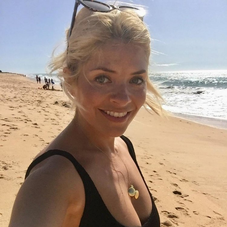 Holly-Willoughby-Swimwear-Style.jpg