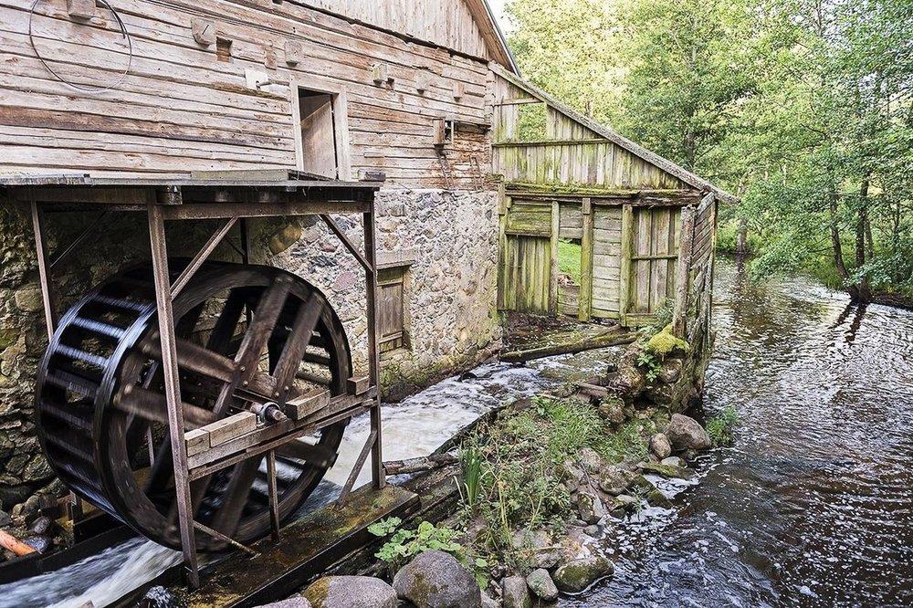 undershot-water-wheel-powering-the-water-mill-photo-ludo-segers-the-li-75581819.jpg