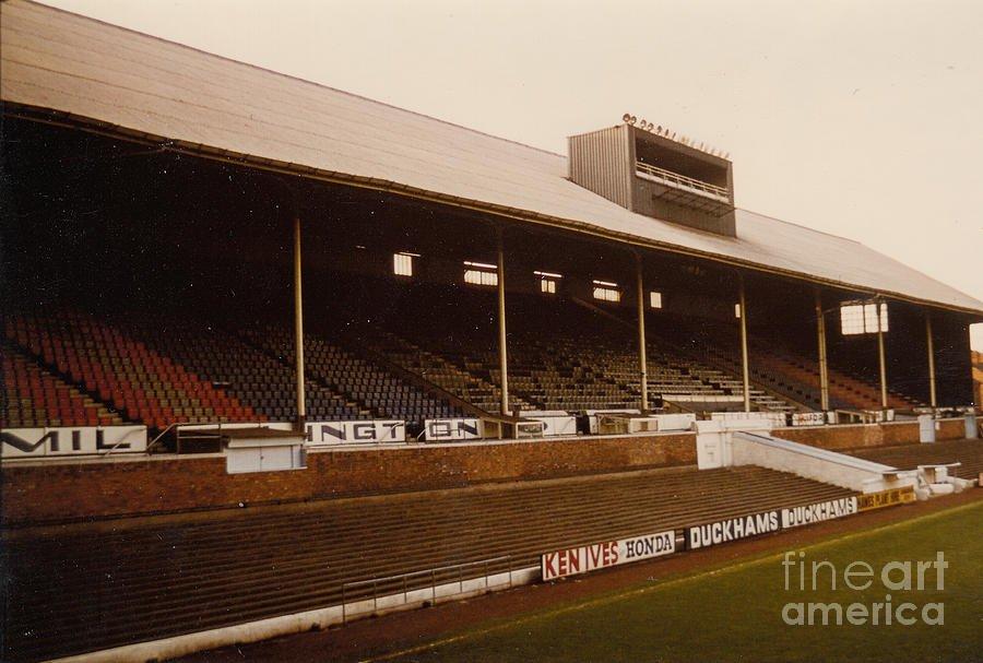 leicester-city-filbert-street-main-stand-2-1970s-legendary-football-grounds.jpg